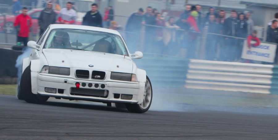 Auto Heroes takes place at the Mondello Park at Ireland